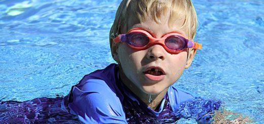 swimming-286215_640
