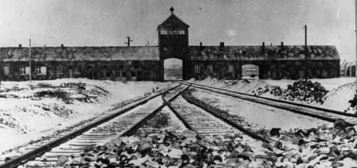 Bundesarchiv_B_285_Bild-04413_KZ_Auschwitz_Einfahrt